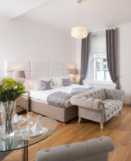 Edinburgh Castle Apartments and Suites rooms