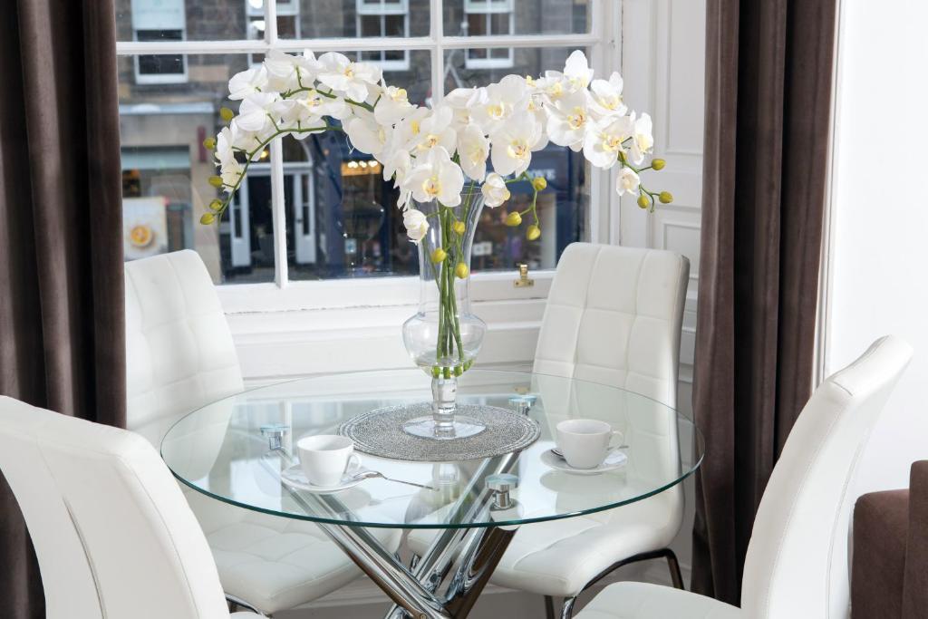 Edinburgh Castle Apartments&Suites Deluxe Two Bedroom Suites