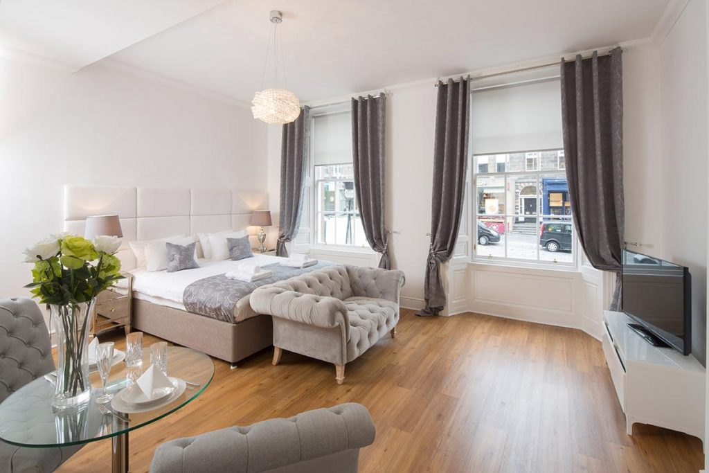 Edinburgh Castle Apartments and Suites Deluxe Studio Suites