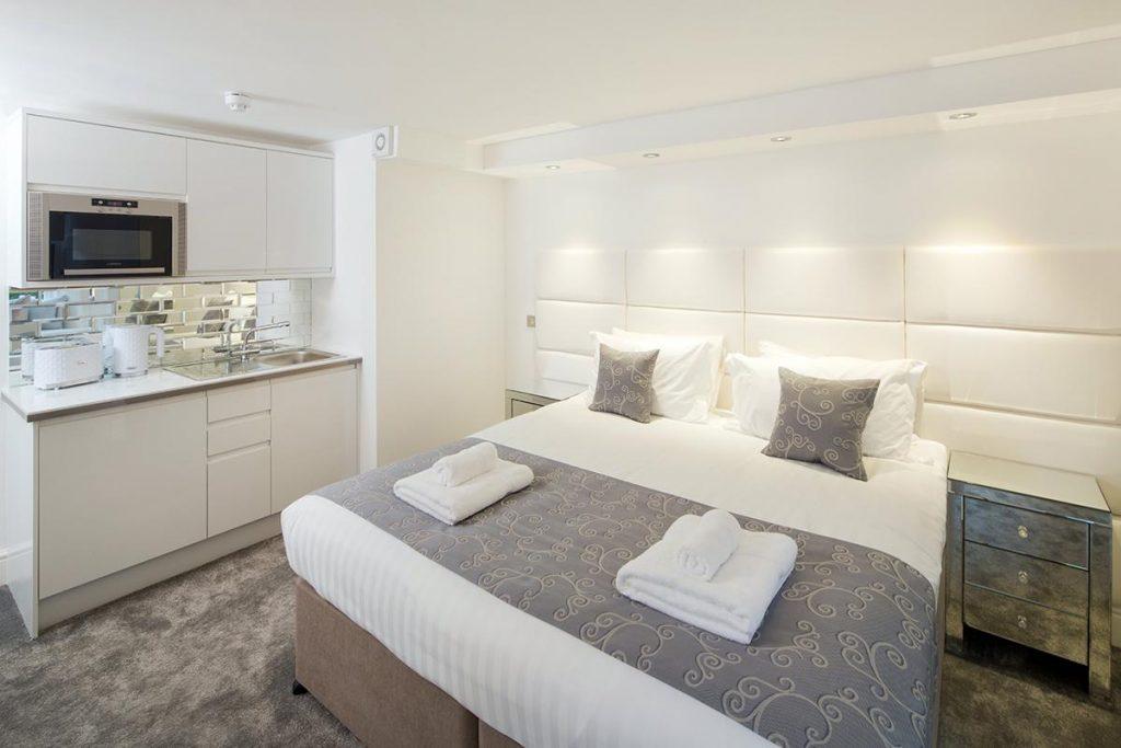 edinburgh-castle-apartments-suites-hotel-for-accomodation-1024x683